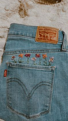 Hand Embroidery Art, Embroidery On Clothes, Embroidered Clothes, Embroidery Stitches, Embroidery Patterns, Custom Clothes, Diy Clothes, Painted Clothes, Diys