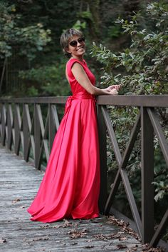¡Ponte guapa para Fin de Año!! 💃💃 ¡¡Es un día muy especial 💘💘 Vive tu fiesta 🎉🎉 más grande vestida 👗 de rojo y de largo ¡¡Deslumbrarás!! ✨✨  #TitaniaCloset #Fashion #Fiesta #Chic #Vestido #Paillettes