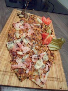 Lust auf einen leckeren und gesunden Snack? Dann probiert mal das Rezept für unseren neuen Low Carb Zucchini Flammkuchen! Absolut köstlich und perfekt zum Abnehmen geeignet! http://leckerabnehmen.com/low-carb-zucchini-flammkuchen-rezept-besser-als-origina