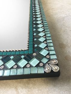 Bathroom Plants: 35 species and more than 70 photos to choose from - Home Fashion Trend Mirror Mosaic, Diy Mirror, Glass Mosaic Tiles, Mosaic Art, Mirror Bathroom, Mirror Ideas, Aqua Glass, Turquoise Glass, Fused Glass