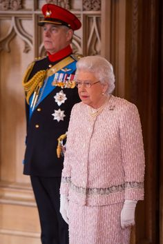 Queen Elizabeth II Photos Photos - Queen Elizabeth II Attends Guidon To The Royal Lancers Presentation - Zimbio
