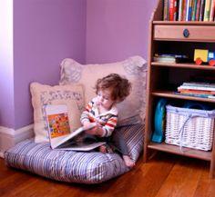 Rincón de lectura infantil. Pillow Corner, Cozy Reading Corners, Reading Pillow, Floor Pillows, Ideas Para, Baby Room, Bean Bag Chair, Kids Room, Toddler Bed