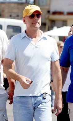 Bruce Willis Friends | Bruce Willis - Bruce Willis With Friends in St. Tropez