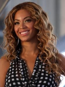 Curly hair cuts for women are here. Many pictures to check, many ideas for your curly hair cuts. Curly hair cuts styles and curly hair cuts 2012 styles here Celebrity Wigs, Celebrity Hairstyles, Ethnic Hairstyles, Curled Hairstyles, Curly Hair Cuts, Beyonce Knowles, Loose Curls, Remy Human Hair, Her Hair