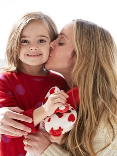 GILT's Melissa Keswin shares 5 ways to make your kids look their best in your holiday photos.