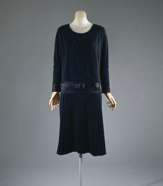 Coco Chanel ensemble ca. 1927 via The Costume Institute of the Metropolitan Museum of Art