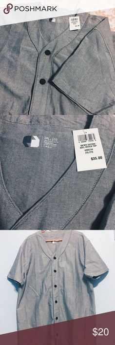 NWT Men's Baseball Shirt grey baseball inspired shirt! i honestly don't know what brand it is, but i'm pretty sure it was bought at foot locker. still has tags, never worn 😊 Shirts