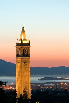 Sather Tower on the campus of the University of California, Berkeley. Berkeley California, Northern California, Berkeley Campus, College Campus, Bay Area, Places To See, Around The Worlds, Cities, Architecture
