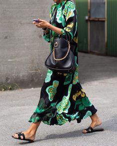 These are the most beautiful street styles of Paris Fashion Week - Stylish Green Floral Print Long Sleeve Maxi Dresses -Chicokay Long Sleeve Maxi, Maxi Dress With Sleeves, Dress Tops, Blouse Dress, Dress Skirt, Bodycon Dress, Fashion Week, Look Fashion, Fashion Trends