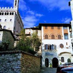 Gubbio: szerelem első látásra - és más olasz csodák - www.szentendre.hu Mansions, House Styles, Fancy Houses, Mansion, Manor Houses, Mansion Houses, Villas
