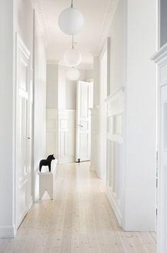 FLOORING for living areas & hall Gravity Interior : White hallway Interior Architecture, Interior And Exterior, White Hallway, White Stairs, Long Hallway, Interior Inspiration, Design Inspiration, Bathroom Inspiration, Home Decoracion