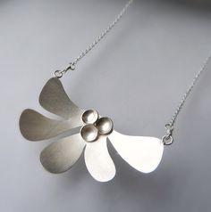 Plata esterlina collar collar de plata moderna por moiraklime, $98,00                                                                                                                                                                                 Más