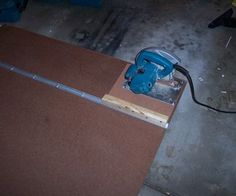 Create a circular saw straight-cutting jig - makes it much more accurate and easy to cut large sheets of stock down. This is brilliant! Circular Saw Jig, Circular Saw Reviews, Best Circular Saw, Circular Table, Small Table Saw, Best Random Orbital Sander, Warehouse Home, Diy Workshop, Woodworking Wood