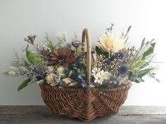 Basket Flower Arrangements, Candle Arrangements, Floral Arrangements, Dried Flower Wreaths, Dried Flower Bouquet, Flower Basket, Flower Boxes, Basket Decoration, How To Preserve Flowers