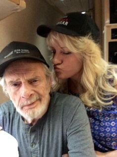 Merle with wife Theresa Country Western Singers, Country Music Artists, Country Music Stars, Country Songs, Merle Haggard Sons, Ben Haggard, Johnny Cash Music, Art Music, Music Is Life