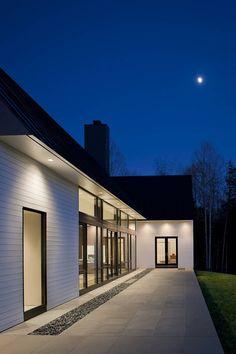 A gorgeous Virginia home via Freshome. Inviting lighting outdoors