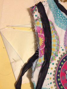 Tutorial: rifinire girocollo e giromanica con lo sbieco
