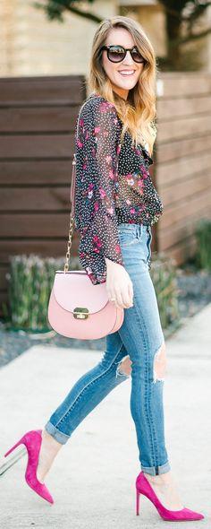Printed & Dotted Black Shirt / Destroyed Skinny Jeans / Pink Pumps