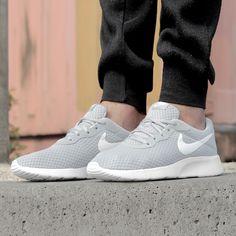 https://www.sooco.nl/nike-tanjun-grijze-lage-sneakers-24981.html