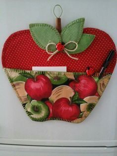 Porta recado maçã Fall Crafts, Diy And Crafts, Christmas Crafts, Small Sewing Projects, Craft Projects, Fabric Crafts, Sewing Crafts, Diy Y Manualidades, Apple Decorations