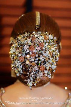 Gossip Photo Gallery: Nathasha Perera's Wedding Dress in Kandyan Style Bridal Hair Buns, Bridal Hairdo, Headpiece Wedding, Low Bun Hairstyles, Bride Hairstyles, Bridesmaid Saree, Floral Hair, Saree Wedding, Queen