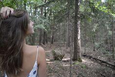 Emily Jansen im Forstweg Wald