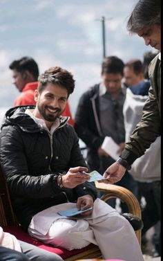 Shahid kapoor ( 9.6.18 Bollywood Actors, Bollywood Celebrities, Punjabi Men, Mehndi Hairstyles, Shahid Kapoor, Character Inspiration, Give It To Me, Handsome, Celebs