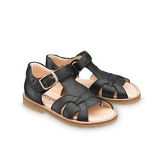 Cool sandals online at Lille Figaro.