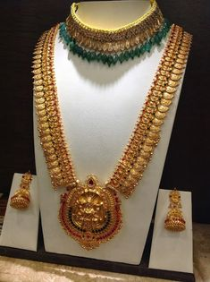 Top kasulaperu necklace designs in Gold :- Heavy kasulaperu designs from famous jewellery shops in hyderabad and other locations. GRT Jewellers :- GRT has many branches across locations… Indian Jewellery Design, Latest Jewellery, Indian Jewelry, Jewelry Design, Jewellery Shops, Antique Jewellery, Jewelry Stores, Gold Earrings Designs, Necklace Designs