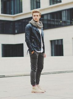look rock desert boots homme Style Casual, Casual Outfits, Men Casual, My Style, Style Rock Hommes, Style Masculin, Moda Blog, Look Man, Men's Leather Jacket