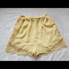 H&M Dress Shorts 6 Excellent Condition. Run small please see last picture. H&M Dresses Prom
