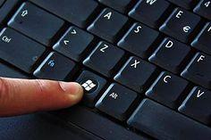 Знаете ли Вы насколько полезна клавиша Win Вашей клавиатуре на : Многие считают Win клавишу бесполезной и ненужной, но это не так, рассмотрим некоторые сочетания клавиш, которые упростят Вашу работу на компьютере: