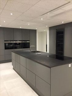Grey kitchen Grey kitchen The post Grey kitchen & Living appeared first on Hautproblem . Free Kitchen Design, Kitchen Room Design, Modern Kitchen Design, Home Decor Kitchen, Kitchen Living, Interior Design Kitchen, New Kitchen, Kitchen Grey, Kitchen Decorations