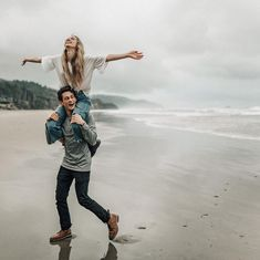 Ideas For Travel Couple Pictures Romances Engagement Pics - Travel Couple Engagement Couple, Engagement Pictures, Engagement Shoots, Engagement Shoot Outfits, Engagements, Country Engagement, Winter Engagement, Engagement Ideas, Wedding Outfits