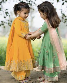 Pakistani Kids Dresses, Beautiful Pakistani Dresses, Pakistani Dress Design, Punjabi Dress, Indian Dresses, Girls Dresses Sewing, Frocks For Girls, Little Girl Dresses, Kids Dress Wear
