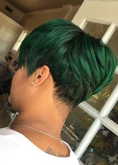 See here best ever ideas of short pixie haircuts with green color shades. Bold and fashionable ladies who wanna make them look prominent in the whole crowd they must see here fantastic short pixie haircuts and get unique look according to modern era. Haircut Styles For Girls, Pixie Haircut Styles, Short Pixie Haircuts, Pixie Hairstyles, Short Hairstyles For Women, Short Hair Cuts, Cool Hairstyles, Short Hair Styles, Pixie Cuts