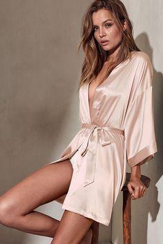Shop our kimonos and robes to get a sexy lounge look. From black and white, to long and short kimonos, Find the robe that's right for you at Victoria's Secret. Lingerie Latex, Lingerie Set, Wedding Lingerie, Satin Kimono, Satin Sleepwear, Nightwear, Victoria Secrets, Victoria Secret Parfum, Silk Pj Set