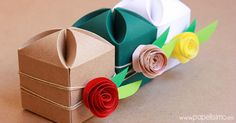 Gift Box with a Surprising Flower Fastener Origami Box, Origami Easy, Fun Crafts, Arts And Crafts, Paper Crafts, Craft Packaging, Gift Wraping, Wedding Gift Boxes, Cute Box