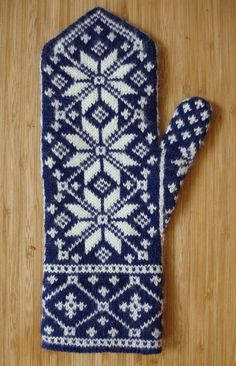 These intricately-patterned mittens are a riff on an old Norwegian rose motif… Knitted Mittens Pattern, Knit Mittens, Mitten Gloves, Norwegian Knitting, Paintbox Yarn, Knitting Stitches, Knitting Charts, Hand Warmers, Knitting Projects