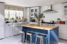 Neptune küchen ~ Suffolk kitchen with barstools #neptune #kitchen www.neptune.com