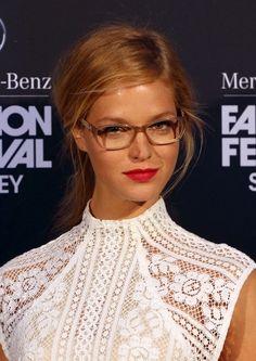 Erin Heatherton présente sa collection de lunettes de vue lors de la fashion week de Sydney, le 21 aout 2013