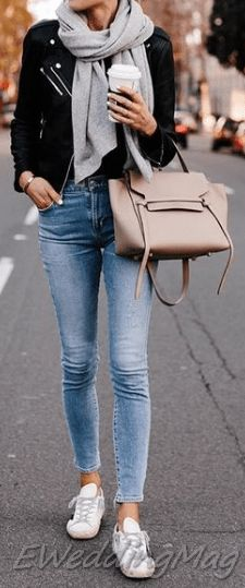 Comfy Winter Casual Outfits with Jeans For Women Light Jeans Outfit, Jeans Outfit Winter, Casual Weekend Outfit, Winter Outfits Women, Casual Winter Outfits, Casual Wear, Best Leather Jackets, Leather Jacket Outfits, Long Sweaters For Women