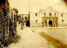 The famous church of the Alamo & the partially demolished courtyard wall that connects the church to the convento. Tx Rangers, Republic Of Texas, Texas History, Defenders, Old West, Descendants, Cemetery, San Antonio, Evolution