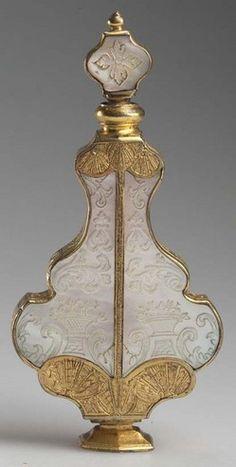 Botella de perfume en forma de pera.