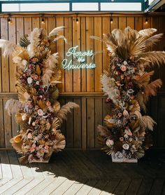 Nikia aka Mad Maven Style and her husband really went for striking wedding decor and to tie in the Southwestern feeling for the reception, they asked Tess Made to craft these dried floral + pampas grass pillars, with the help of The Foraged Fête. Chic Wedding, Wedding Trends, Wedding Signs, Floral Wedding, Wedding Bouquets, Wedding Flowers, Green Wedding, Wedding Ideas, Wedding Inspiration
