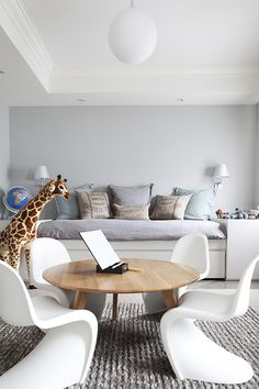 10 Simple and Ridiculous Ideas: Transitional Bedroom Reading Nooks transitional exterior love. Transitional Coffee Tables, Transitional Chairs, Transitional Chandeliers, Transitional Living Rooms, Transitional Kitchen, Transitional Style, Transitional Lighting, Cost Of Carpet, Open Concept Home