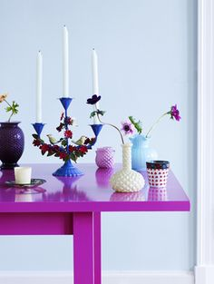A fuchsia table decorated with pretty purple & blue hues.