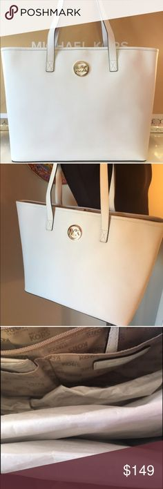 🆕MICHAEL KORS NEW LARGE SHOULDER TOTE 💯 AUTH MICHAEL KORS NEW NEVER USED WITH TAGS LARGE SHOULDER TOTE 100% AUTHENTIC. SO STUNNING AND STYLISH. CLASSIC ELEGANCE WITH HIGH END STYLE. A LARGE ROOMY BAG THAT CAN FIT A LOT! SO AMAZINGLY BEAUTIFUL. THIS LARG
