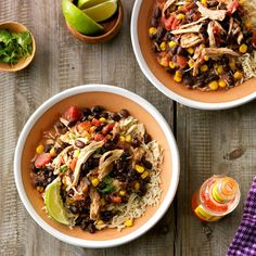 Slow-Cooked Southwest Chicken Recipe -With just of prep, you'll be out of the kitchen in no time. This deliciously low-fat dish gets even better served with reduced-fat sour cream and chopped cilantro. Crock Pot Slow Cooker, Crock Pot Cooking, Slow Cooker Chicken, Slow Cooker Recipes, Crockpot Recipes, Cooking Recipes, Healthy Recipes, Southwest Chicken Crockpot, Copycat Recipes