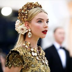 """""""since met gala was supposed to be today here's anya taylor joy's serve at met gala Fashion Show, Fashion Outfits, Fashion Design, Anya Taylor Joy, Anya Joy, Make Up Braut, Headdress, Costume Design, Bridal Hair"""